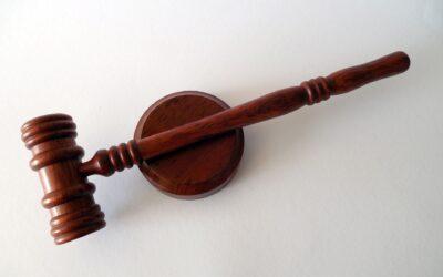 """Zażalenie na postanowienie sądu I instancji w przedmiocie nadania tytułowi egzekucyjnemu klauzuli wykonalności jest zażaleniem """"poziomym"""" – uchwała SN z dn. 20 sierpnia 2021 r. III CZP 58/20"""